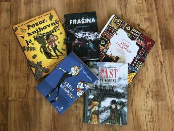 Fotka pěti soutěžních knih