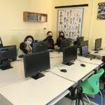 žáci v jazykové učebně