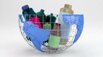 košík plastových obalů
